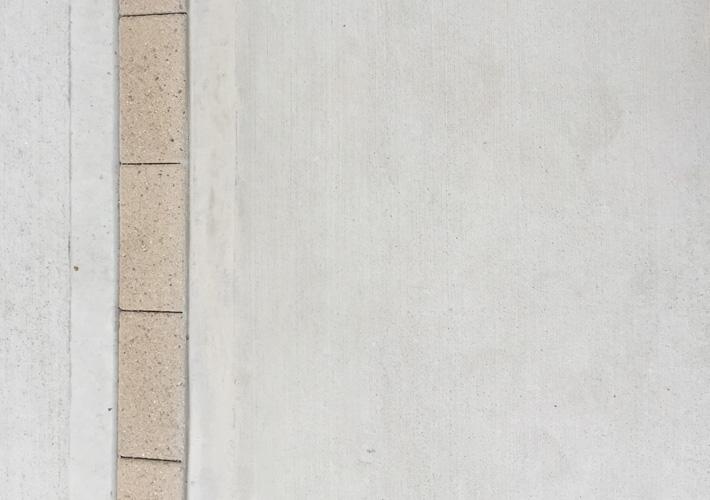 低圧注入工法でのコンクリートクラック補修